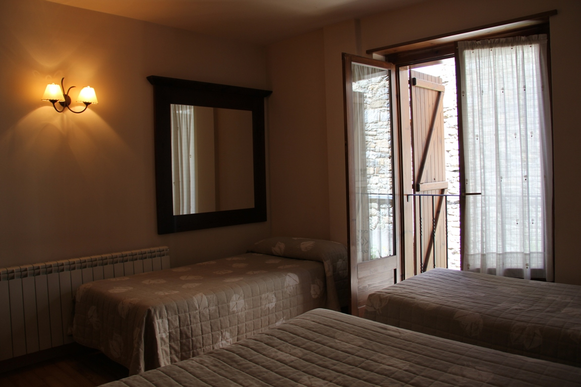 Habitaci n cu druple hotel el rantiner for Habitacion cuadruple